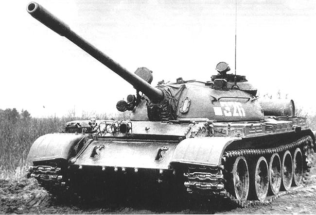 Танк Т-55А.  Боевая масса - 37,5 т; экипаж - 4 чел.; оружие: пушка - 100 мм, 1 пулемет - 7,62 мм; броня - противоснарядная; мощность дизеля - 426 кВт (580 л.с.); максимальная скорость - 50 км/ч.